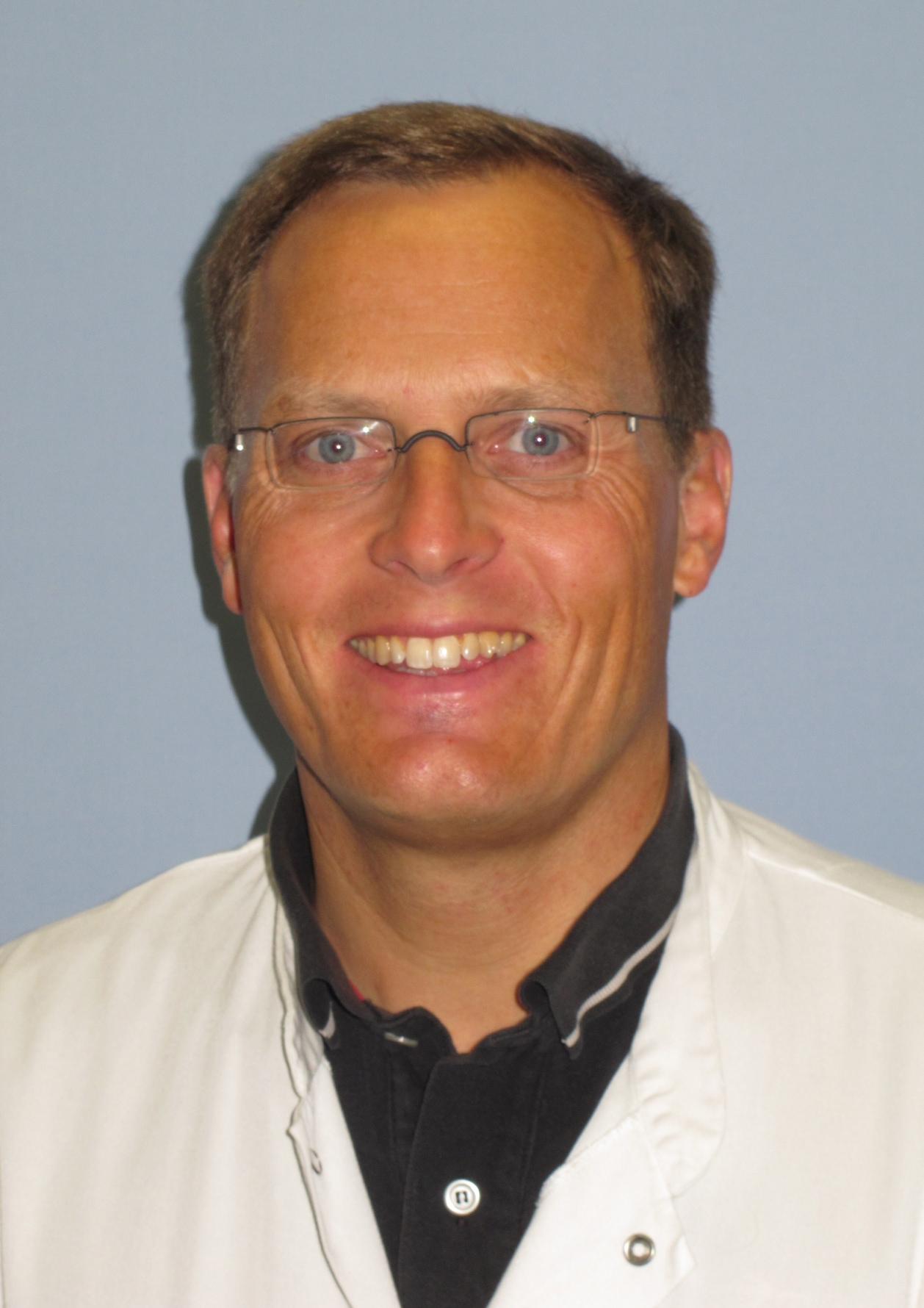 (2) OA Dr. Thomas Bauer (University Clinic in Innsbruck) eva-maria.baur@tirol-kliniken.at - Dr_Bauer1